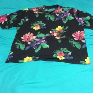 Tops - Women's shirt flowered tee shirt good condition